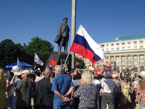 Name:  140524-donetsk-lenin-russian-flag.jpg Views: 458 Size:  49.6 KB